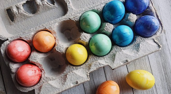 Easy and natural ways to dye eggs this Easter